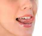 Оближем губы